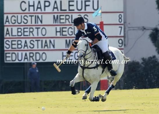 Rodrigo-Andrade-defendendo-La-Vanguardia-no-Aberto-del-Jockey-Club-2014-crédito-Melito-Cerezo-546x390