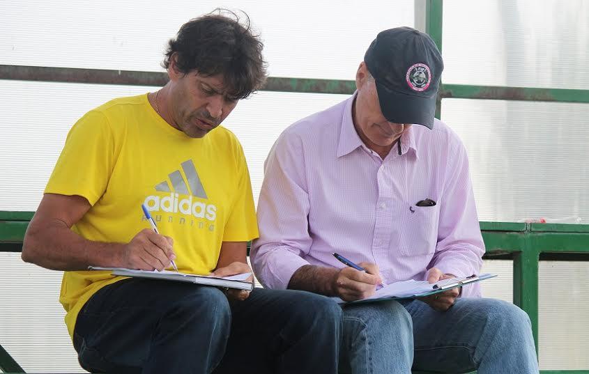 Ubajara Andrade (à esq.), técnico da seleção brasileira e Alex Taylor, da Federação Internacional de Polo (crédito/Beto Ribeiro)