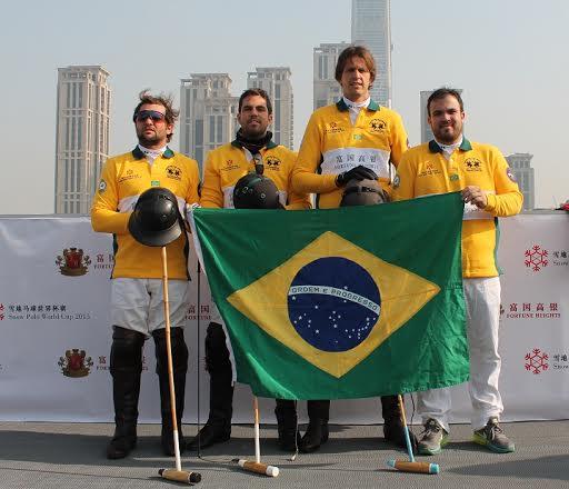 Equipe brasileira na Snow Polo World Cup (crédito/30jardas.com.br)